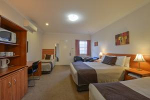 Cadman Motor Inn and Apartments Hotel  Motels  Tamworth
