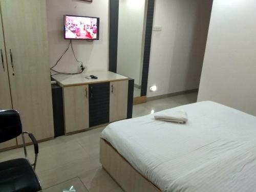 JK Rooms 122 Shaheen-Nr. Mahindra Co.-MIDC