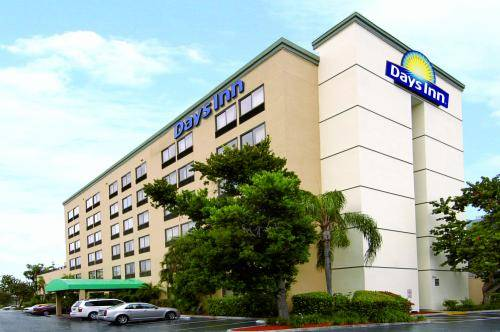 Days Inn Airport - Cruise Port South
