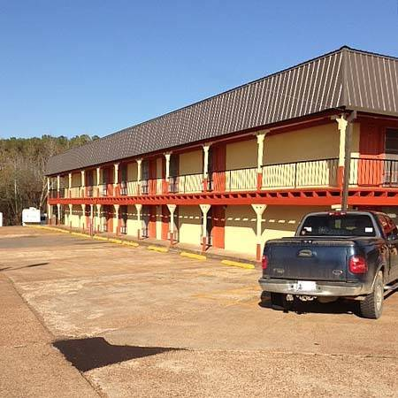 Sportsman Inn & Suites